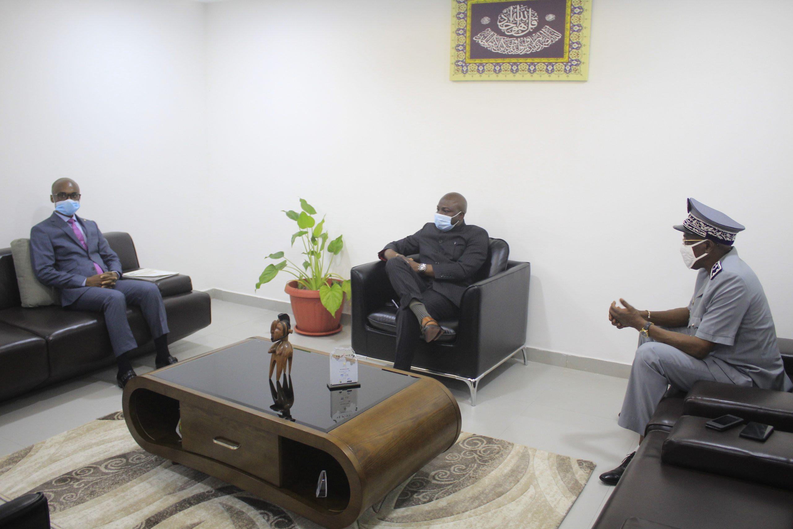 Le Ministre du Budget reçoit le Directeur Général des Douanes et des Droits Indirects de la République du Congo
